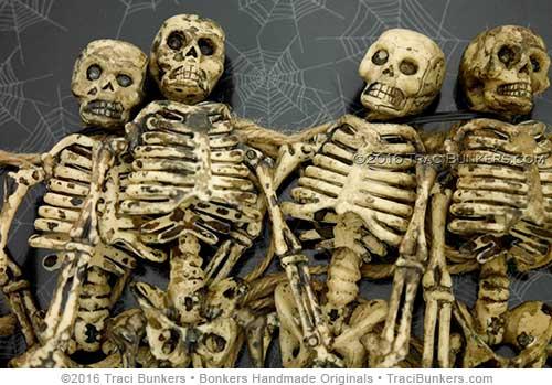 TraciBunkers.com - garland of skeletons
